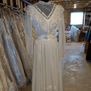 Vintage Late 1960's  Bridal Wedding Dress